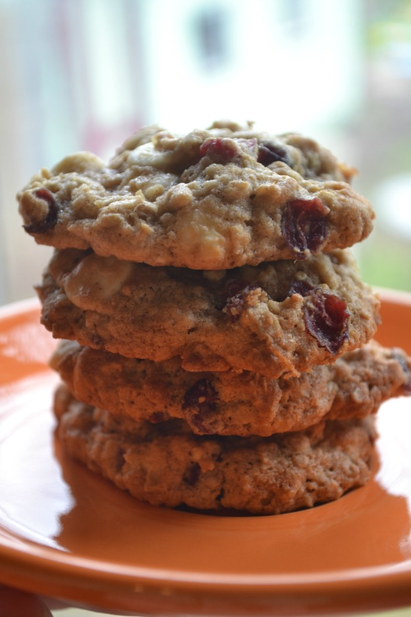 Delicious White chocolate oatmeal raisin cookies