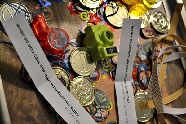 Geeky Christmas crackers with geeky favors and jokes