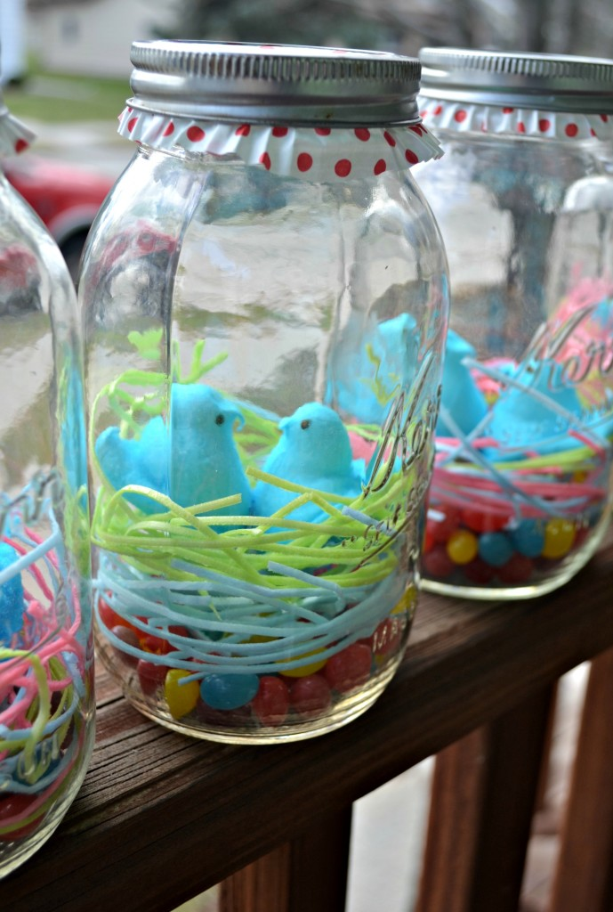 Easter Mason Jars. The perfect last minute Easter craft! Edible Grass, jelly beans, and peeps make a simple mason jar into a special treat. Use a cupcake liner to dress the simple mason jar up!