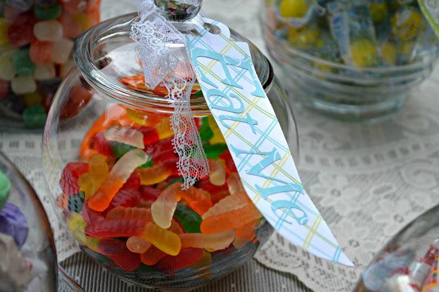 DIY candy buffet use jars